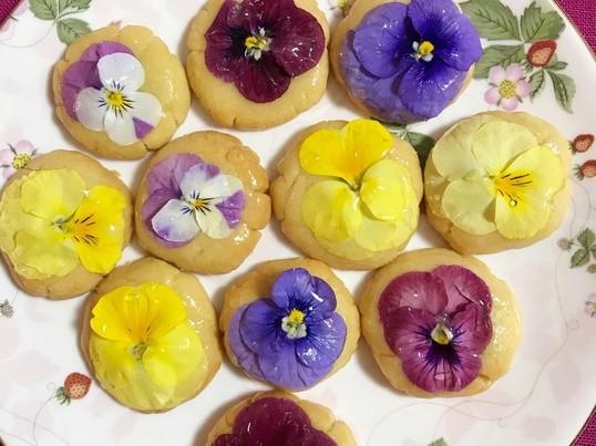 グルテンフリー&食用花を使ったスィーツ母の日や卒業祝いに❤️の画像