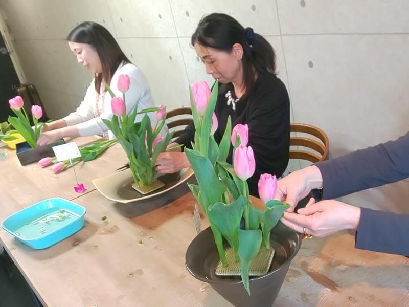 手ぶらで生け花【一種類のお花で生け花体験】の画像