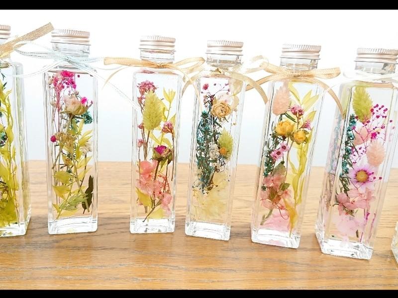 選べる花材お手軽値段とサイズ人気の角瓶ハーバリウムプレゼントにもの画像