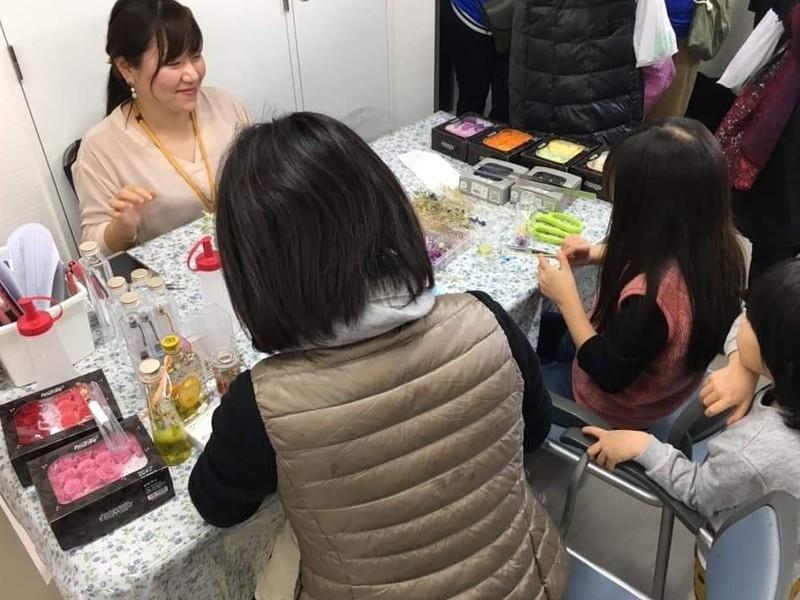 【ハッピースマイル】ハーバリウムor生花☆選べるお花創作教室の画像