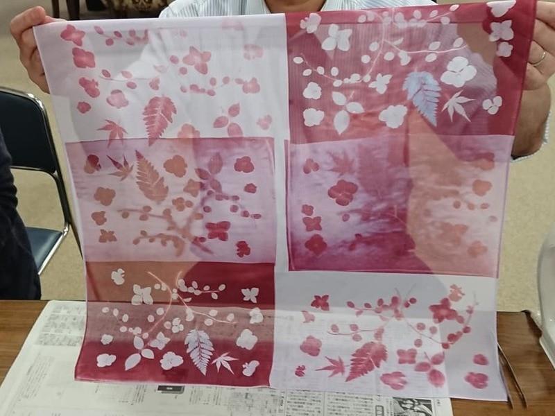おばあちゃんやお母さんにあなたが染めたスカーフをプレゼントしよう!の画像