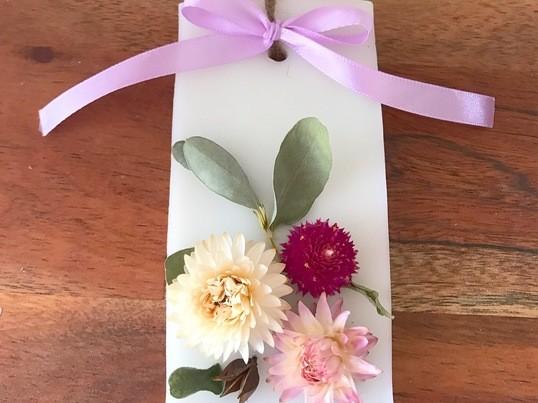 季節のお花でアロマワックスサシェの画像