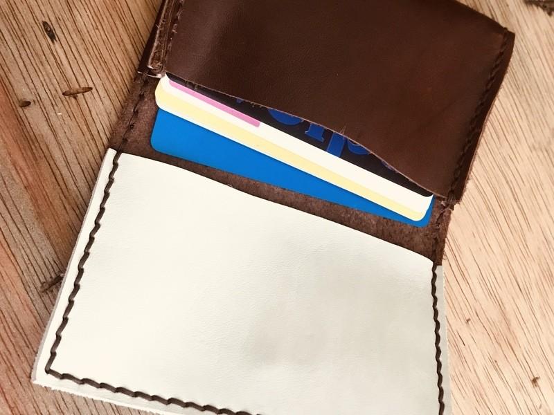 焙煎珈琲店内でコーヒー豆モチーフの革小物を作ろう【カードケース】の画像