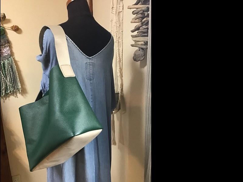 ざっくり持てるワンショルダーのバッグの画像