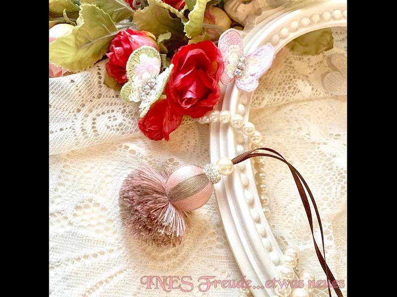 【オンライン対応】巻き玉の美しいポンポンタッセルの画像