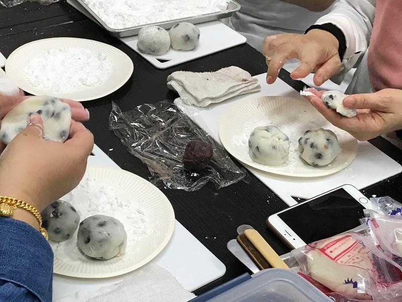 杵つきのコシのあるお餅で、一緒にお団子と大福を作りましょう!!の画像