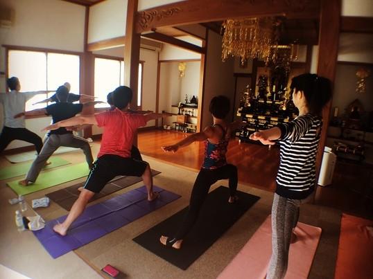 神楽坂のお寺でヨガしよう!の画像