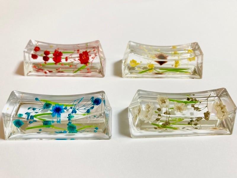 固まるハーバリウム華やか箸置き4個作成。透明感抜群。食卓を華やかにの画像