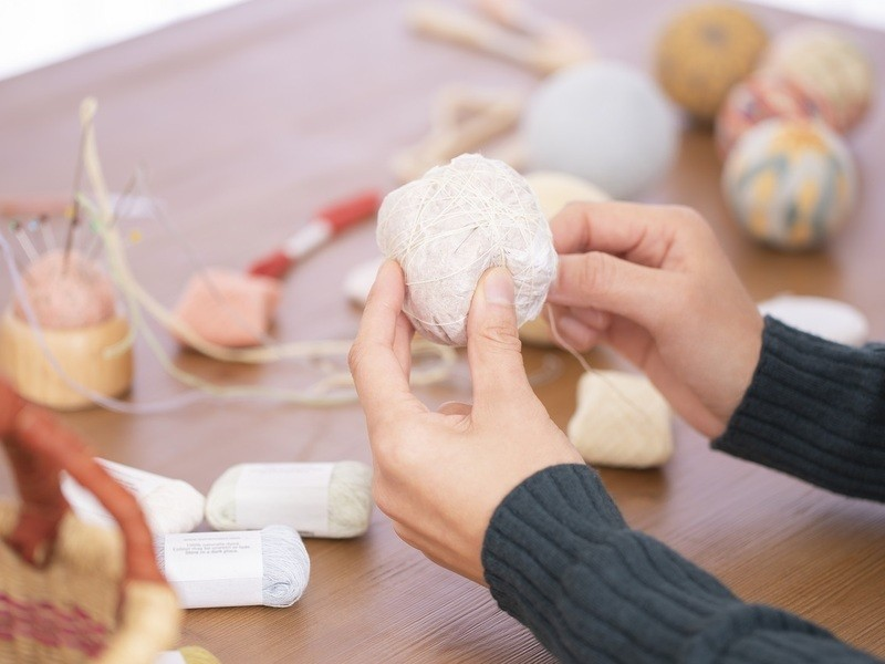 はじめてから楽しい、手まり体験講座。ちび手まりを作ろう≪梅の模様≫の画像