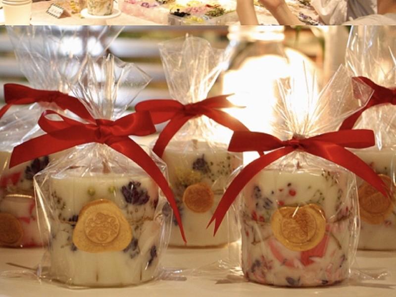 ドライフラワーと大豆を使用した贅沢オーガニックキャンドルの画像