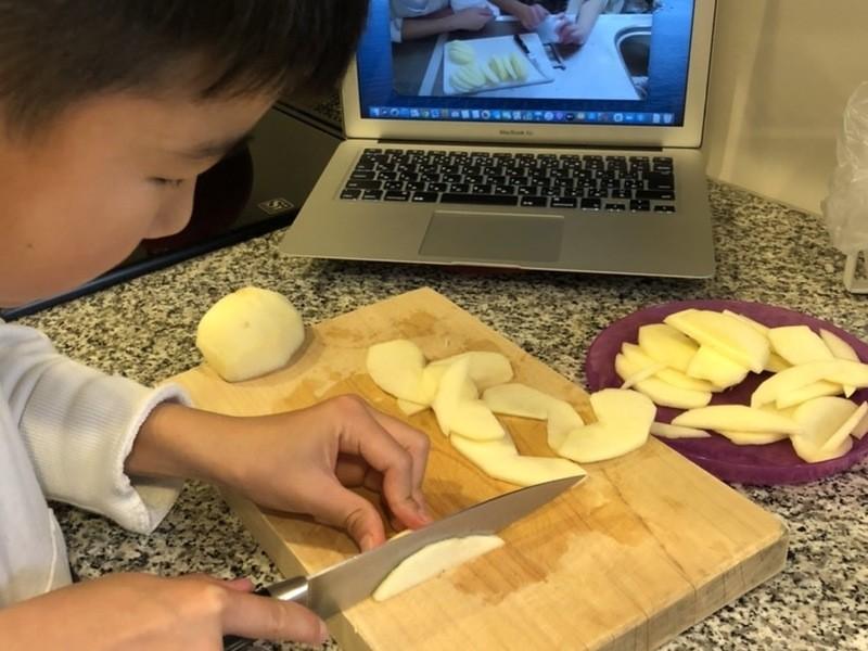 親子でオンラインお菓子教室 【型なしリンゴタルト】を作ろう!の画像