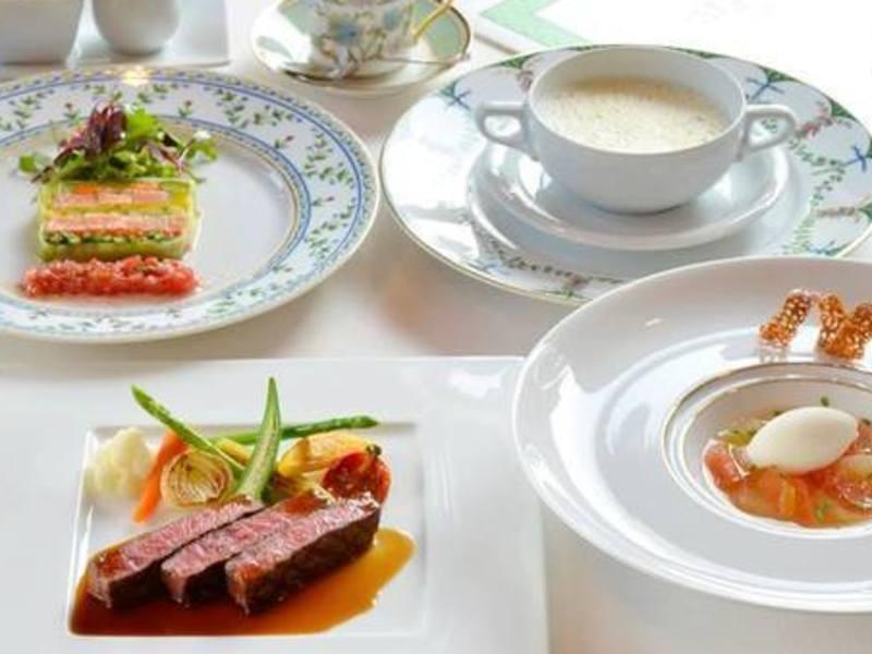 【平日・地域限定】車で来店可能!老舗フランス料理店でテーブルマナーの画像