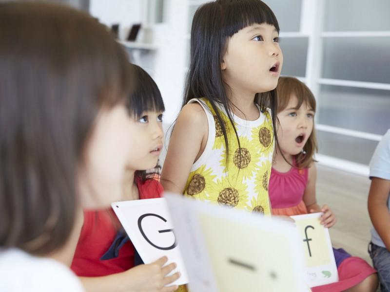 教室?教材?オンライン?子供が英語を無理なくマスターする5つのコツの画像