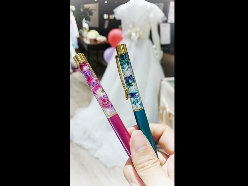 【ハーバリウムボールペン】お花やパールで可愛いく完全オリジナル♪の画像