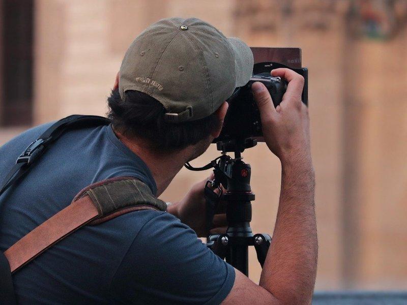 【40代50代向け】あなたのカメラ知識を活かして動画制作で稼ぐ方法の画像