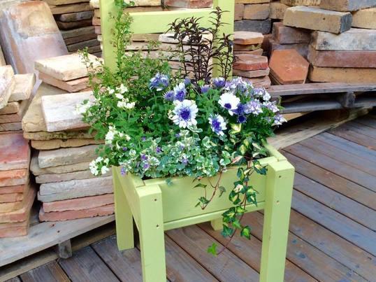 ガーデン木工!木製チェアプランター(好きな色でペイントできます)の画像