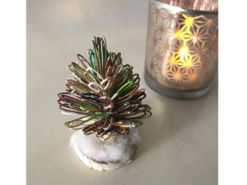 水引で作るクリスマスツリーの画像