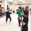 ダイエットやストレス解消向けのキックボクシング教室の講座の風景