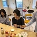 イタリアのマヨリカ焼職人が教える絵付け教室の講座の風景