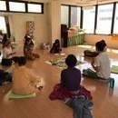 キルタン(歌う瞑想)の講座の風景