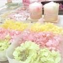 季節のお花でアロマワックスサシェの講座の風景