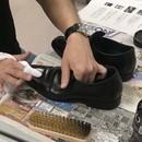 靴磨きワークショップの講座の風景