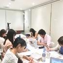恋愛カウンセラーで副業企業を目指す人の教室の講座の風景