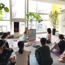 英語でアロマヨガ 日本語のサポートもあり♫の講座の風景