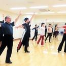 懐メロやカラオケでも踊ろう♪社交ダンスエクササイズの講座の風景