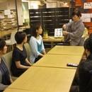 テーブルで学ぶ!和心美茶道教室の講座の風景