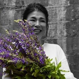 日比谷花壇 ブランドデザイナー 星 麻美のプロフィール写真